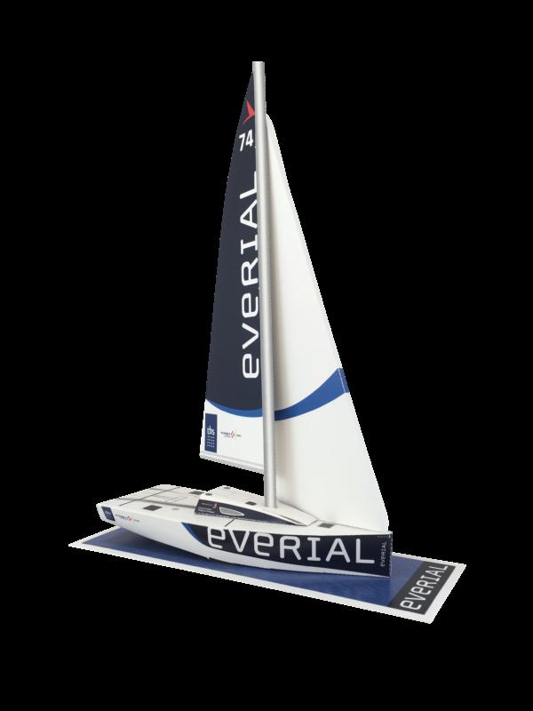 Maquette en papier du Figaro Everial vu de 3/4 avant tribord